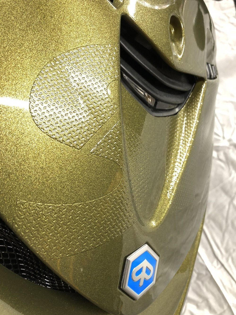 Metallic-Groen-Piaggio-Scooter-close-up-zip-sp-sport-iget-delft-rotterdam-spijkernisse-leiden