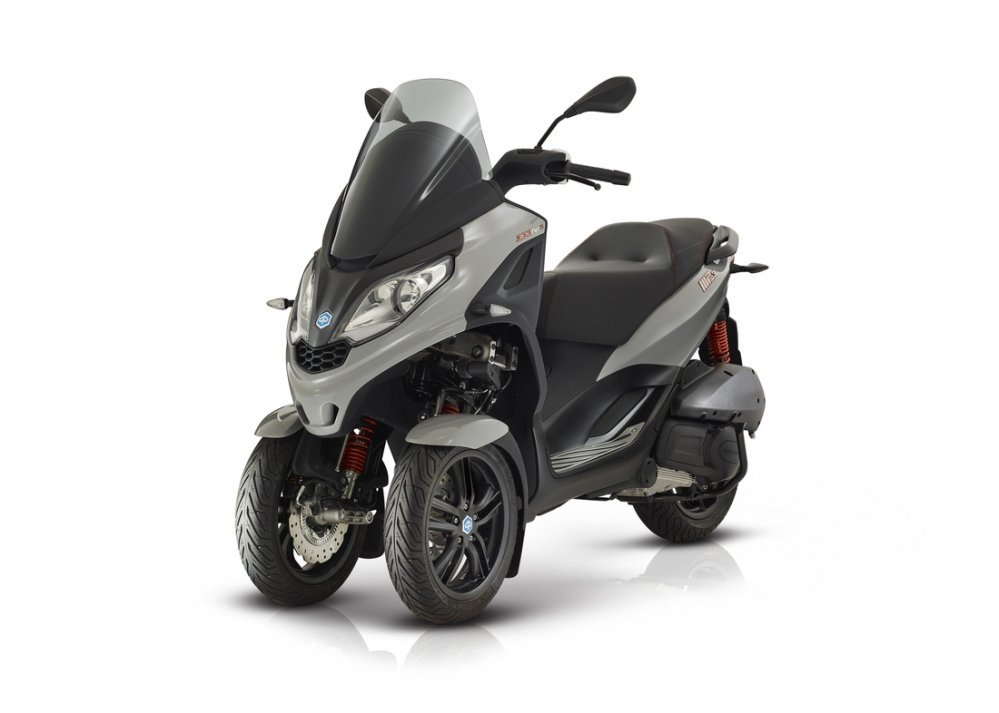 Piaggio-MP3-S-300-grigio-hpe-motor-scooter-den-haag-westland-new-model
