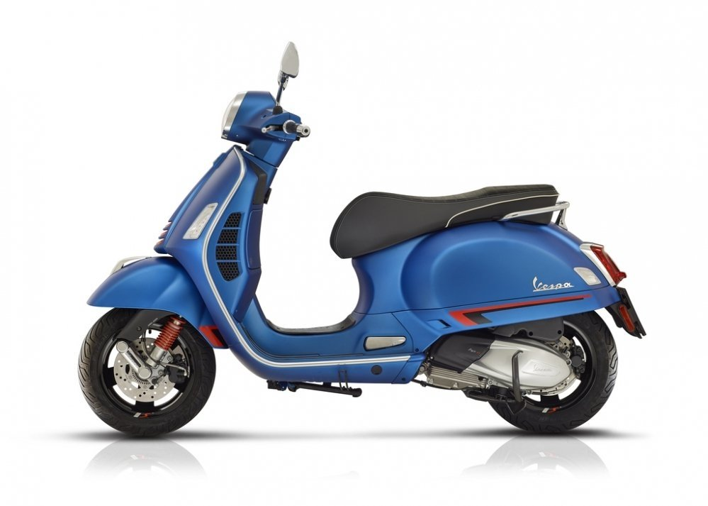 Vespa-GTS-nieuw-super-Sport-model-tensen-tweewielers-westland-naaldwijk-2019-motor-scooter-motorscooter-honselersdijk-denhaag-rijnmond-zuid-holland-nederland-netherlands-side-right-rechts-left-links