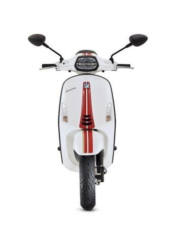 front-voorkant-sprint-racing-sixties-vespa-nieuw-new-model-wit-groen-scooter-modern-special
