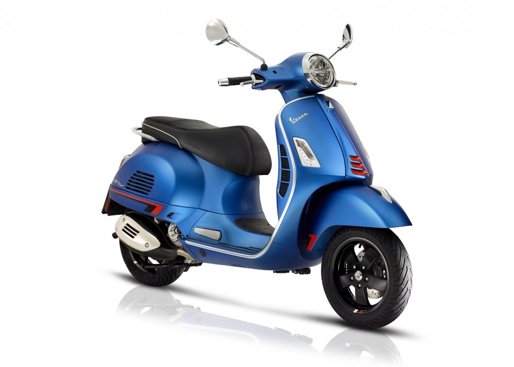 gts-06-Vespa-GTS-SuperSport-hpe-abs-asr-akrapovic