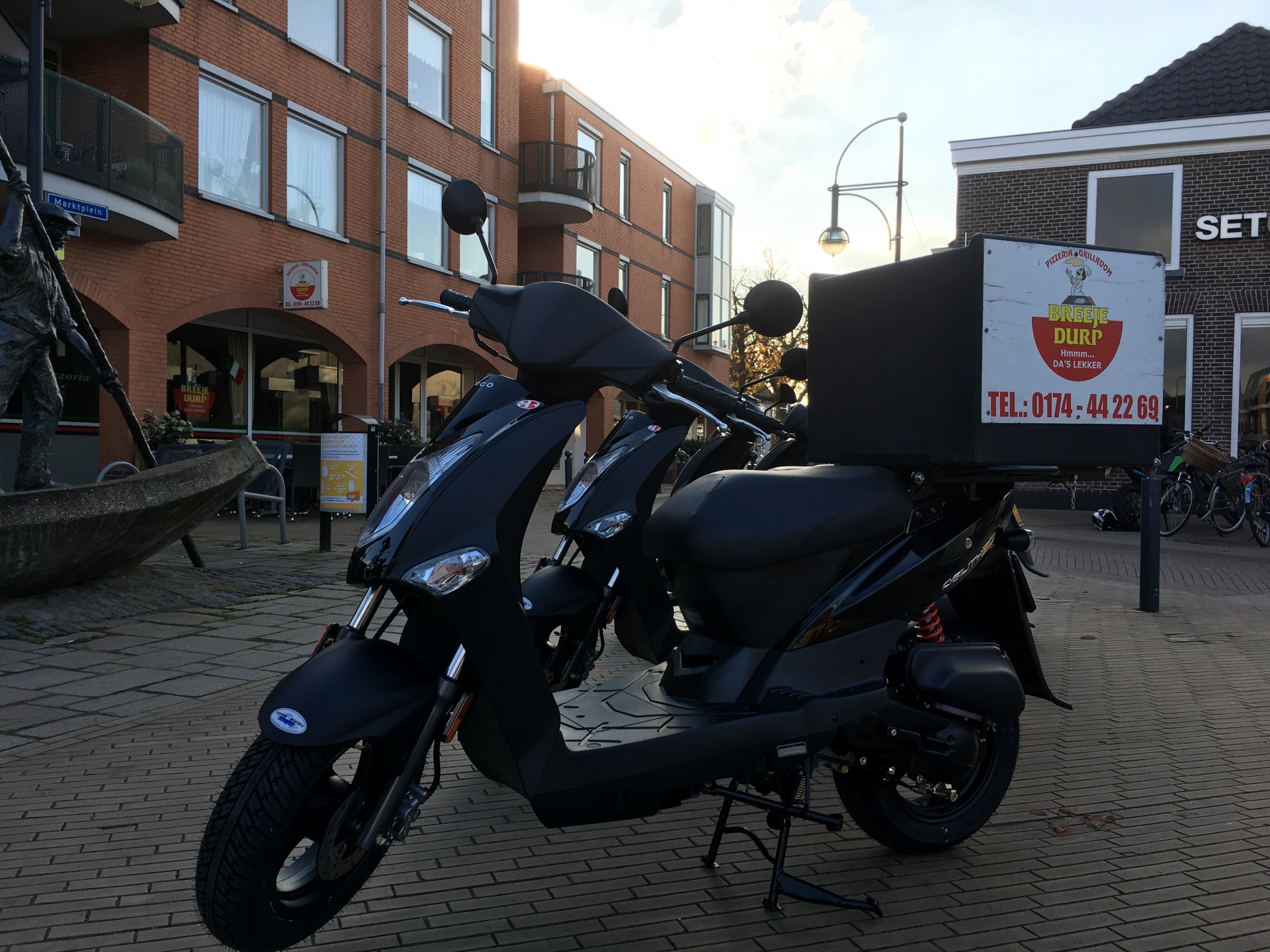 kymco-agility-bromscooter-beerjedurp-pizzeria-bezorgscooter-scooterwinkel-westland-transportscooter-like-people-sento-tt-snorscooter-kymcodealer