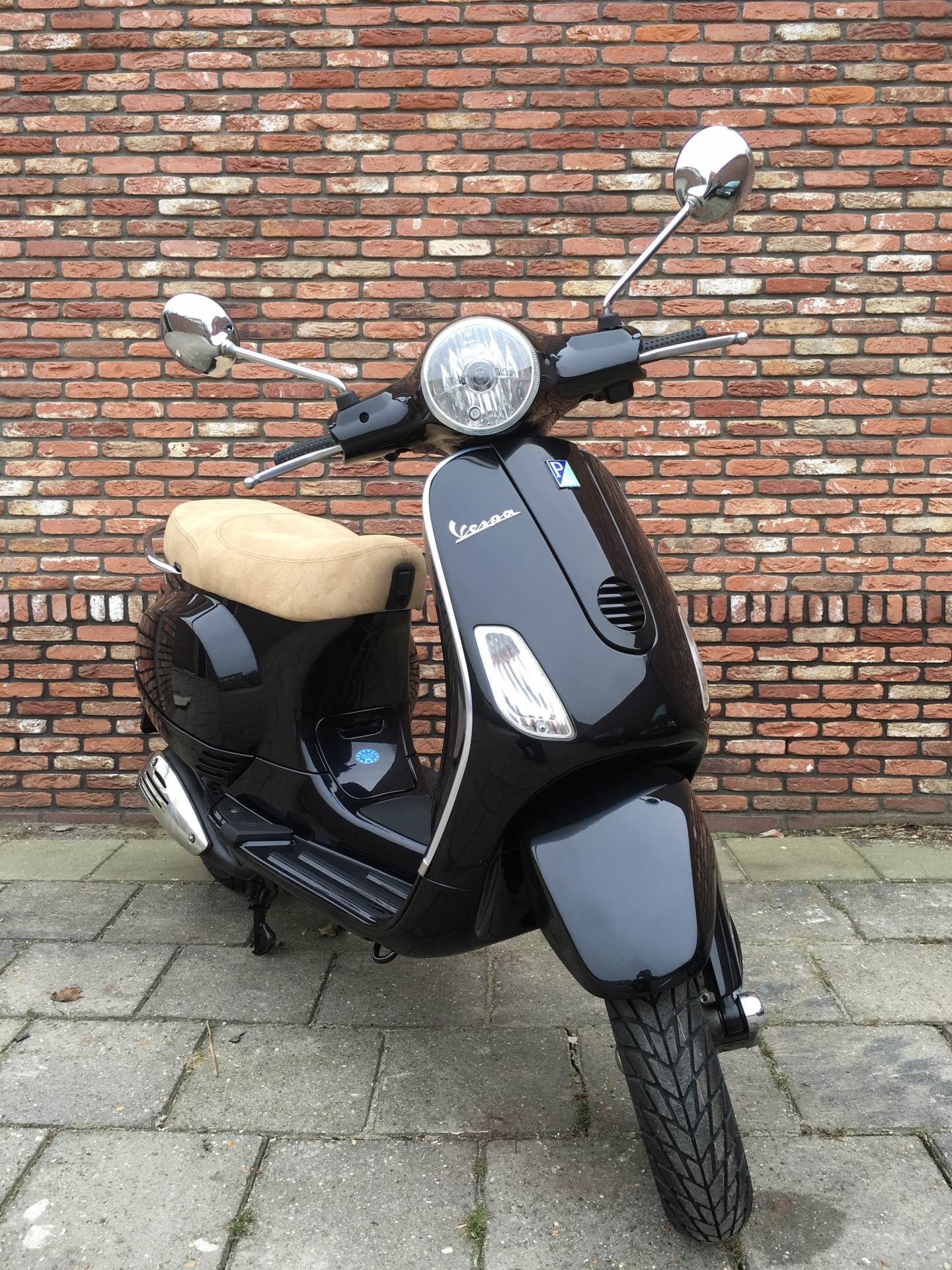 tweedehands scooters motorscooters en brommers bij tensen 2wielers westland tweedehands. Black Bedroom Furniture Sets. Home Design Ideas