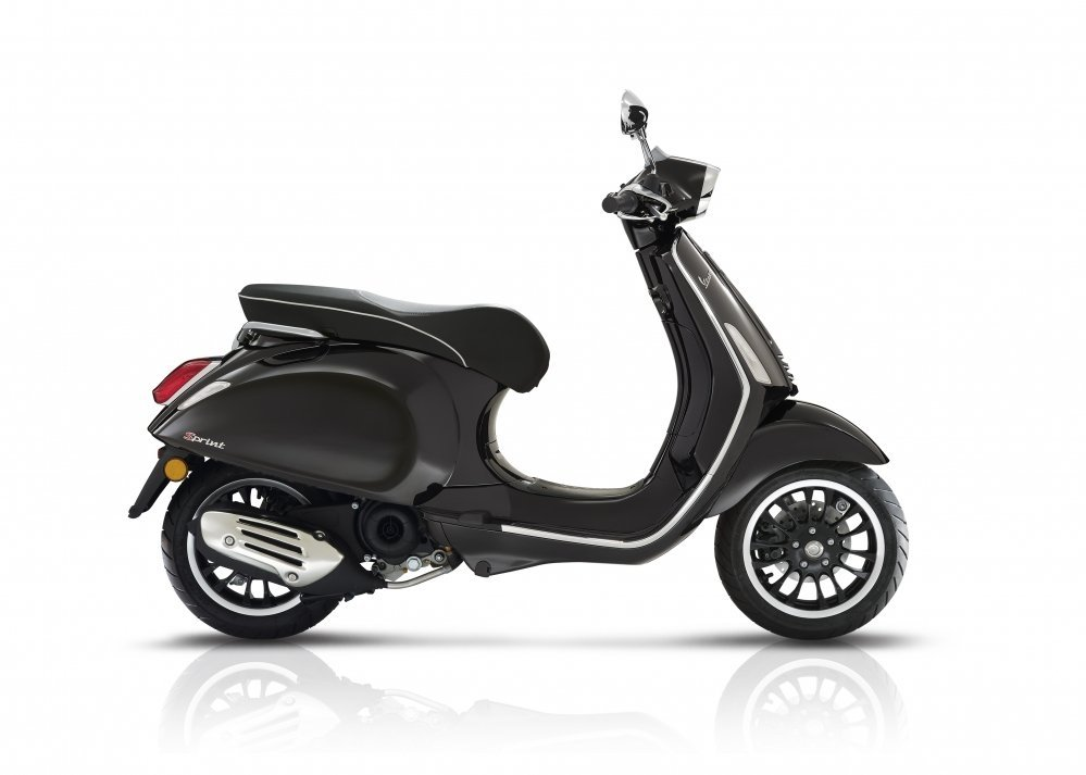 Vespa-sprint-wit-2018-nieuw-new-model-tensen-tweewielers-westland-naaldwijk-scooter-brommer-zwart-nero-black